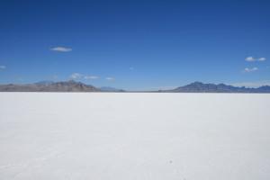 Bonneville_salt_flats_pilot_peak